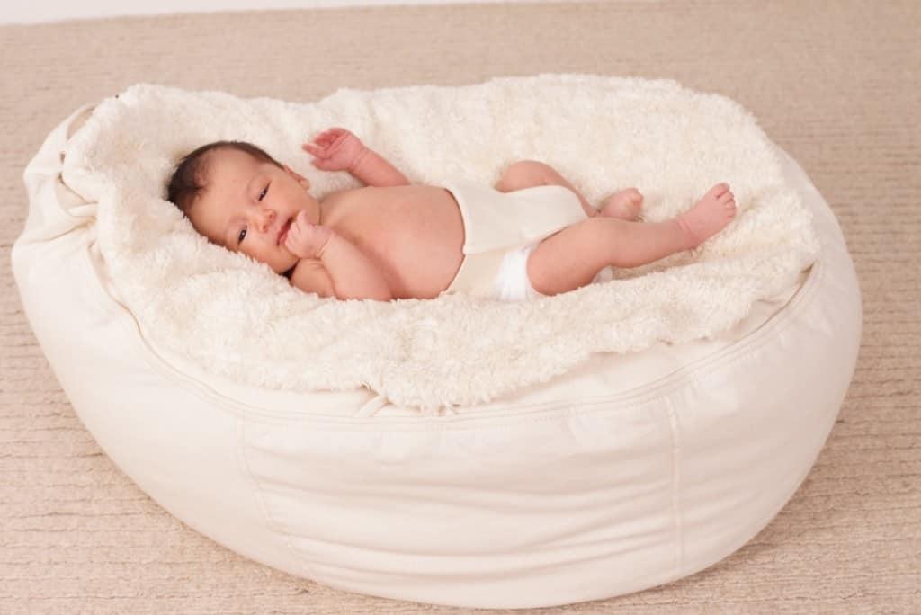 hochwertiges Babynestchen Sitzsack aus Bio Baumwolle Dinkelfüllung weicher Auflage mit Sicherheitsgurt
