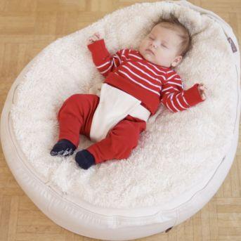 Babysitzkissen mit formbarer Naturfüllung und Plüschdecke mit Gurt zum Anschnallen von Babys und Kleinkindern