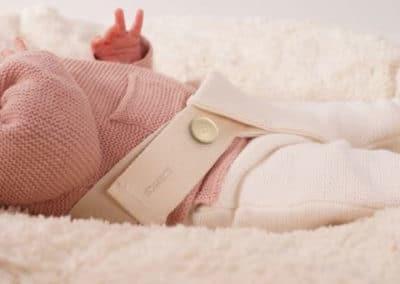 Baby Liegekissen mit Baumwoll Auflage und Sicherheitsgurt